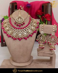 Call/WhatsApp : Unique and thoughtful craftsmanship makes our outfit different and even reserves its value for the future. Kundan Jewellery Set, Indian Jewelry Earrings, Fancy Jewellery, Indian Jewellery Design, Pink Jewelry, Kundan Set, Diamond Jewellery, Bridal Jewellery Inspiration, Indian Bridal Jewelry Sets