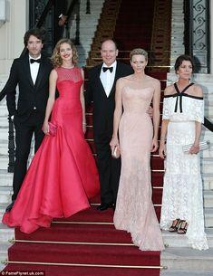 Princesa Grace Kelly, Princesa Charlene, Monaco Princess, Princess Caroline Of Monaco, Prom Night Dress, Natalia Vodianova, Crimson Dress, Kelly Monaco, Casino Dress