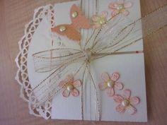 La tarjeta de invitación. La corte con un archivo svg precioso que baje de la página Monica´s creative room