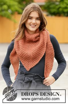 Free knitting patterns and crochet patterns by DROPS Design Knit Cowl, Knitted Poncho, Knitted Shawls, Knit Crochet, Lace Shawls, Knitting Designs, Knitting Patterns Free, Knit Patterns, Free Knitting