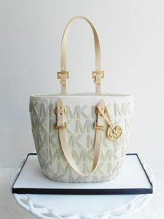 Michael Kors Handbag Cake!.. Something totally different, & I want!