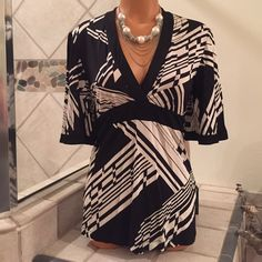BCBG Max Azria Kimono Style Top Size Small BCBG Max Azria kimono style top. Black &white in color. Ties on the back. 93% Rayon, 7 % Spandex. (necklace not incl. but available in separate listing) Size Small. 🚫Trades BCBGMaxAzria Tops