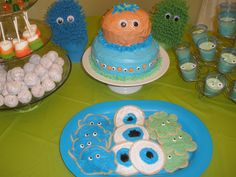 Kid's Monster Party treats. I love the eyeball cookies!