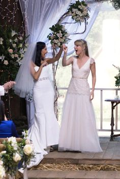 """Santana and Brittany in """"A Wedding"""". love their dresses Glee Wedding, Glee Santana And Brittany, Naya Rivera Glee, Glee Fashion, Glee Club, Tv Couples, Cory Monteith, Lesbian Love, Celebrity Moms"""