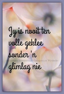 Afrikaanse Inspirerende Gedagtes & Wyshede: Jy is nooit ten volle geklee sonder 'n glimlag nie. Inspirational Qoutes, Inspiring Quotes About Life, Lekker Dag, Afrikaanse Quotes, Soul Quotes, Sweet Words, Good Thoughts, True Words, Things To Think About