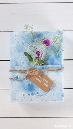 Diy Crafts For Gifts, Diy Arts And Crafts, Creative Crafts, Fun Crafts, Diy Gifts With Paper, Paper Crafts, Creative Gift Wrapping, Diy Gift Wrapping Paper, Cool Diy Projects