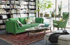Zelfs als de bladeren buiten bruin worden, blijft het groen binnen. STOCKHOLM zetel #IKEABE #woonkamer