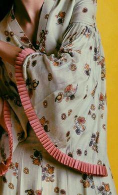 Stunning and Unique Sleeves Designs for Dresses - Kurti Blouse Kurti Sleeves Design, Kurta Neck Design, Sleeves Designs For Dresses, Dress Neck Designs, Blouse Designs, Sleeve Designs For Kurtis, Neck Design For Kurtis, Salwar Designs, Kurta Designs Women