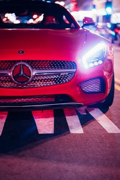 Big city lights: Maximum driving pleasure with the Mercedes-AMG GT S. Photo by Richard Thompson (www.rvt3.net) [Mercedes-AMG GT S | combined fuel consumption: 9.6-9.4 l/100km | combined CO₂ emissions: 224-219 g/km | http://mb4.me/efficiency_statement]