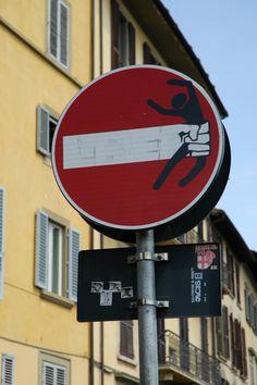street art by Clet AbrahamLungarno Acciaiuoli, Firenze (Toscana, Italy) http://restreet.altervista.org/clet-lartista-dei-cartelli-stradali/