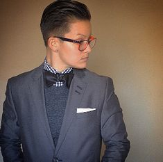 Monochrome suit, sweater, bow tie combo in shades of grey Butch Fashion, Queer Fashion, Androgynous Fashion, Tomboy Fashion, Grey Fashion, Suit Fashion, Boyish Girl, Dapper Suits, Tomboy Outfits