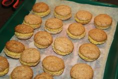 lavkarbo gule bomber julekaker Muffin, Breakfast, Food, Morning Coffee, Essen, Muffins, Meals, Cupcakes, Yemek