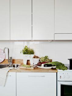 Kitchen Splashback Tiles - Large White Tiles