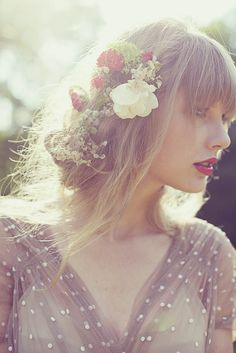 Soft, natural look for a bride #hairstyle #wedding // via taylorswift.com