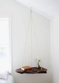 Table de chevet suspendue