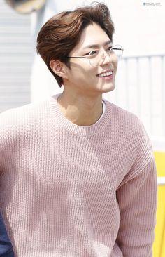 a literal angel : park bo gum : 사진 Park Bo Gum Wallpaper, Sehun, Human Figure Sketches, Park Go Bum, Korean Star, Actor Model, Celebs, Celebrities, Haircuts For Men