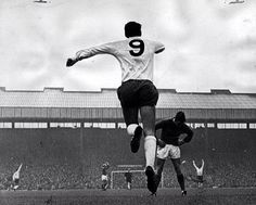 [Image] An amazing moment as Spurs GK Pat Jennings scores from inside his own box vs Manchester United in 1967.