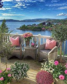 Relax with these backyard landscaping ideas and landscape design. Beautiful World, Beautiful Gardens, Beautiful Places, Beautiful Pictures, Outdoor Spaces, Outdoor Living, Outdoor Decor, Nature Wallpaper, Beautiful Landscapes