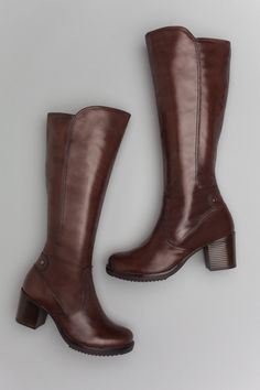 The Dansko Brown Antiqued Calf from the Ashby collection. Size 39