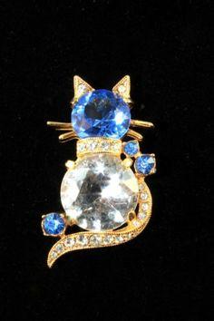 VINTAGE-SIGNED-EISENBERG-BLUE-CLEAR-FACETED-CRYSTAL-RHINESTONES-CAT-BROOCH