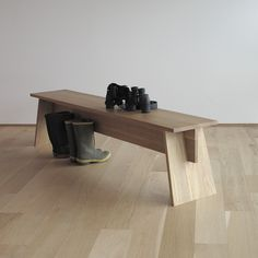35 Admirable Minimalist Modern Furniture Design Ideas - Modern minimalist décor is very powerful when it is handled correctly. Contrary to what many think, this interior design style is not about leaving sp. Bench Furniture, Woodworking Furniture, Wooden Furniture, Furniture Projects, Furniture Making, Cool Furniture, Furniture Design, Japanese Furniture, Woodworking Inspiration