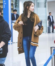 """SOWON • 소원 on Instagram: """"Sowon with her hair half-tied is making me crazy😍😭🥰 — [3PICS] 190325 • #소원 #Sowon arriving back at Gimpo Airport from Japan 