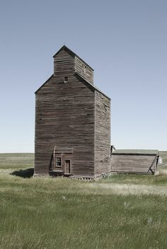 Elevator in a Ghost Town--Abandoned North Dakota.....Another Great Barn from  @Pat Leatherman  (we drove from Minnesota through North Dakota all the way to Western Montana and we must have seen hundreds of these....in fact, there wasn't much else to see ;-))
