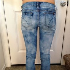 "Acid Washed Joe's Jeans Bleached look Joe's Jeans size 14 in kids or adults size 0 pre loved in great condition 28"" in length waist across is at 13.5"" and stretches up to 15"" Joe's Jeans Jeans Skinny"