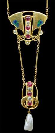 ARCHIBALD KNOX (1864-1933) Pendentif or, rubis, diamants, perles, émail pour Liberty