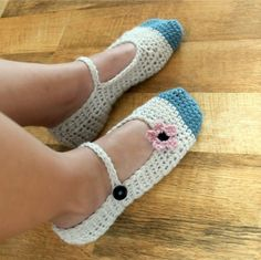 chloe crochet shoes 400x399 5 Mamachee Crochet Patterns to Pretty Up Your Feet