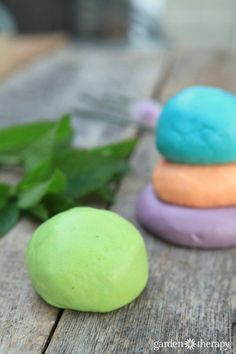 How to make aromatherapy play dough: peppermint for focus, basil for balancing, lavender for relaxation, orange for positive energy.