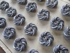 VINTAGE ITALIAN BUTTONS TEXTURED SILVERY GREY 23 pcs. UNUSED ON SALES CARD noelhumphrey on eBay.co.uk