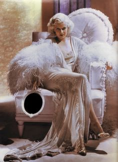 Jean Harlow giving us a bit of her boudoir glamour. Vintage Hollywood, Old Hollywood Glamour, Classic Hollywood, Hollywood Glamour Photography, Hollywood Makeup, Hollywood Hair, Hollywood Homes, Hollywood Wedding, Hollywood Party