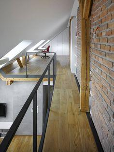 Aménagement d'un coin bureau dans le mini-loft  >>Voir Diaporama : http://www.homelisty.com/visite-privee-loft-a-prague/