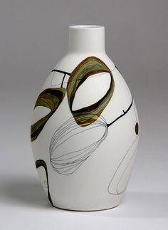 Contemporary ceramicists Ross Auld and Tania Rollond are Aussies based in New South Wales. Their styles are contrasting