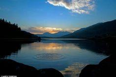 Last light framed by Llynnau Mymbyr…  #Photooftheday » bbc.in/2lOfCpn