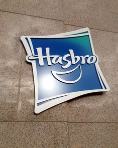 Exterior branding signage for Hasbro. Fabrication by DCL. Experiential, Signage, Branding, Exterior, Fabric, Blue, Design, Tejido, Brand Management