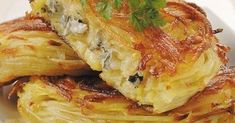 Ingrédients : 600 g de pommes de terre Charlotte 1 cuillère à soupe d'huile 150 g de Bresse Bleu 1 pincée de sel 1 pincée de musca...