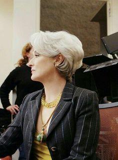 Meryl Streep on the set of Devil Wears Prada. What my hair wants to look like when it grows up. Wedge Hairstyles, Mom Hairstyles, Cute Hairstyles For Short Hair, Short Hair Cuts, Curly Hair Styles, Trendy Haircuts, Celebrity Hairstyles, Miranda Priestly, Devil Wears Prada