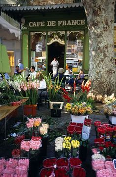 L'Isle sur la Sorgue ~ France.... my favorite thing about Europe! All the random flower stands!