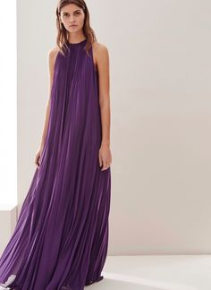 New Fashion Hijab Style Casual Maxi Dresses Ideas Maxi Dress With Sleeves, Dress Skirt, Halter Maxi Dresses, Pleated Maxi, Hijab Fashion, Fashion Outfits, Dress Fashion, Womens Fashion, Fashion Trends