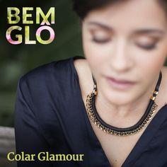 Com rolotê grosso revestido em linha preta e corrente com strass, o colar Glamour deixa seu look muito mais incrível! *.* #bemglo #colarglamour