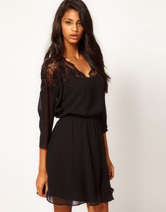 Love this dress. Simple, black with just the right amount of detail >>> Easy to go day to night with this dress. Excellent globetrotter staple!
