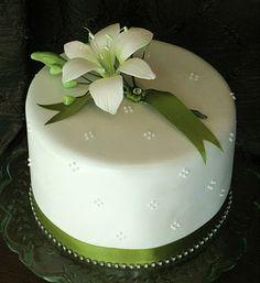 Sweet Bites Cakes: Green & white lily cake