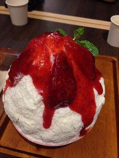 Strawberry cheesecake kakigori | AfterYou.