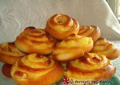Smooth, sweet bread filled with vanilla creme (in Greek) via sintagespareas. Greek Sweets, Greek Desserts, Greek Recipes, Sweets Recipes, Cooking Recipes, The Joy Of Baking, Crepes And Waffles, Sweet Buns, Sweets Cake