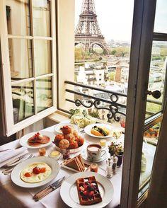 Shangri-La Hotel, Paris via Tara Milk Tea Breakfast And Brunch, Hotel Breakfast, Parisian Breakfast, Breakfast Tables, Breakfast Items, Morning Breakfast, Perfect Breakfast, Morning Coffee, Hotel Paris