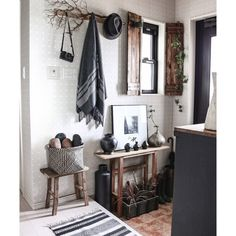 yupinokoさんの、Entrance,IKEA,DIY,花瓶,陶器,古材,花器,益子焼,DIY家具,壺,男前,セルフリノベーション,Rustic,古材スツール,アメブロやってます♡,バーフック,インスタやってます♡,古材コンソールについての部屋写真