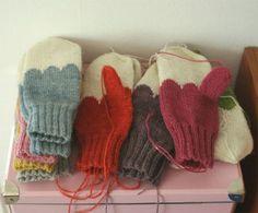 The scalloping would be super cute on a set of felted mittens. Knitting Yarn, Free Knitting, Knitting Stitches, Knitting Patterns, Crochet Patterns, Knitting Projects, Crochet Projects, Knit Mittens, Mittens Pattern