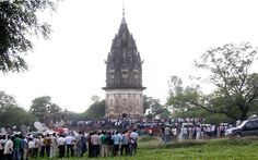 Temples under siege after seer's dream sparks Indian 'gold rush'